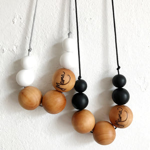 Silicone and maple teething necklace: Mama