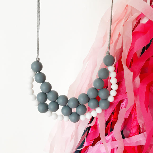Silicone teething necklace: woven bib necklace (grey)