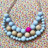 Silicone and wood teething necklace: powder blue