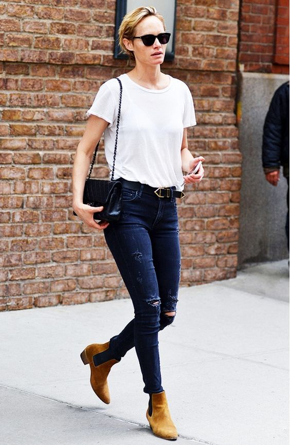 Amber Valletta sports a crisp White T-shirt-ownthelook uk