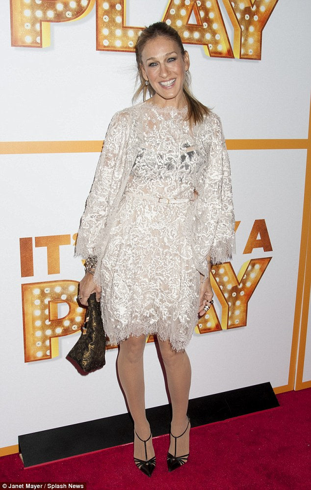 Sarah Jessica Parker beautifully carries off a White Lace Dress