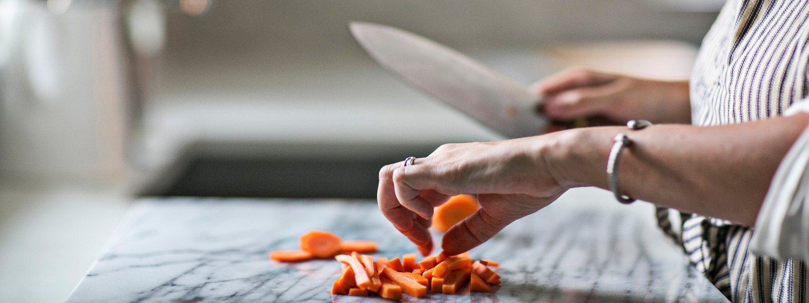 The Kitchen's Edge: Zhen & Quality Kitchen Knives & Chef Knife Bags