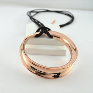 Long round rose gold necklace