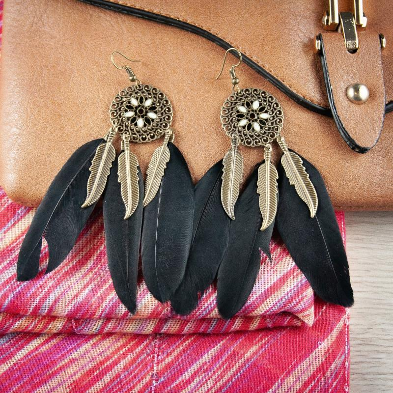 Feather earrings in Black