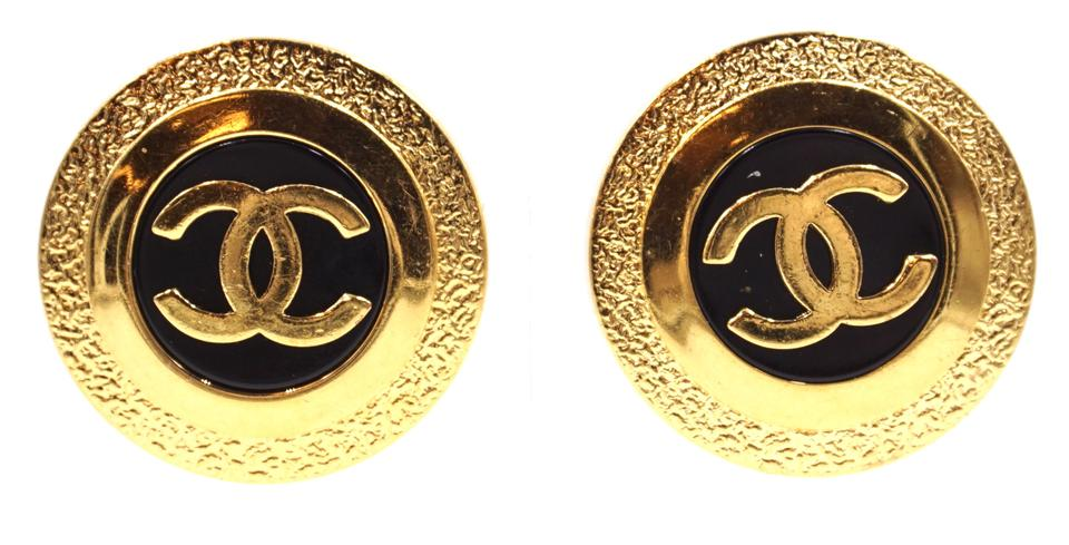 Cc Round Textured Enamel Clip On Earrings