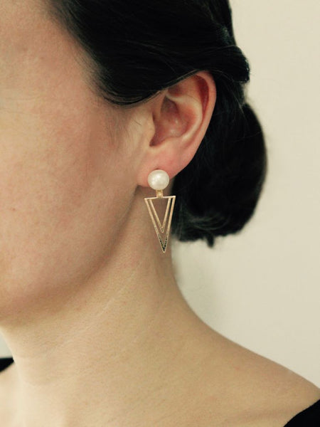 Ear jacket - triangulo - forgyldt med perle - model - zoom