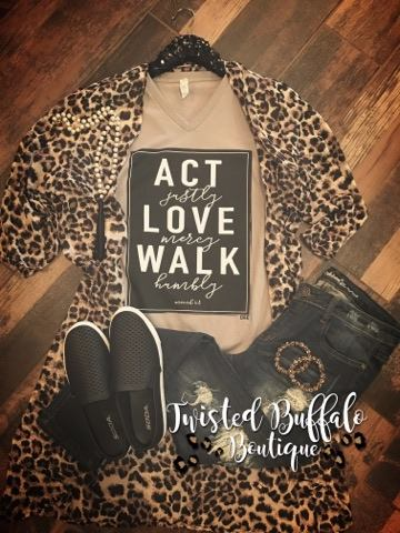 Can't Be Tamed Leopard Kimono