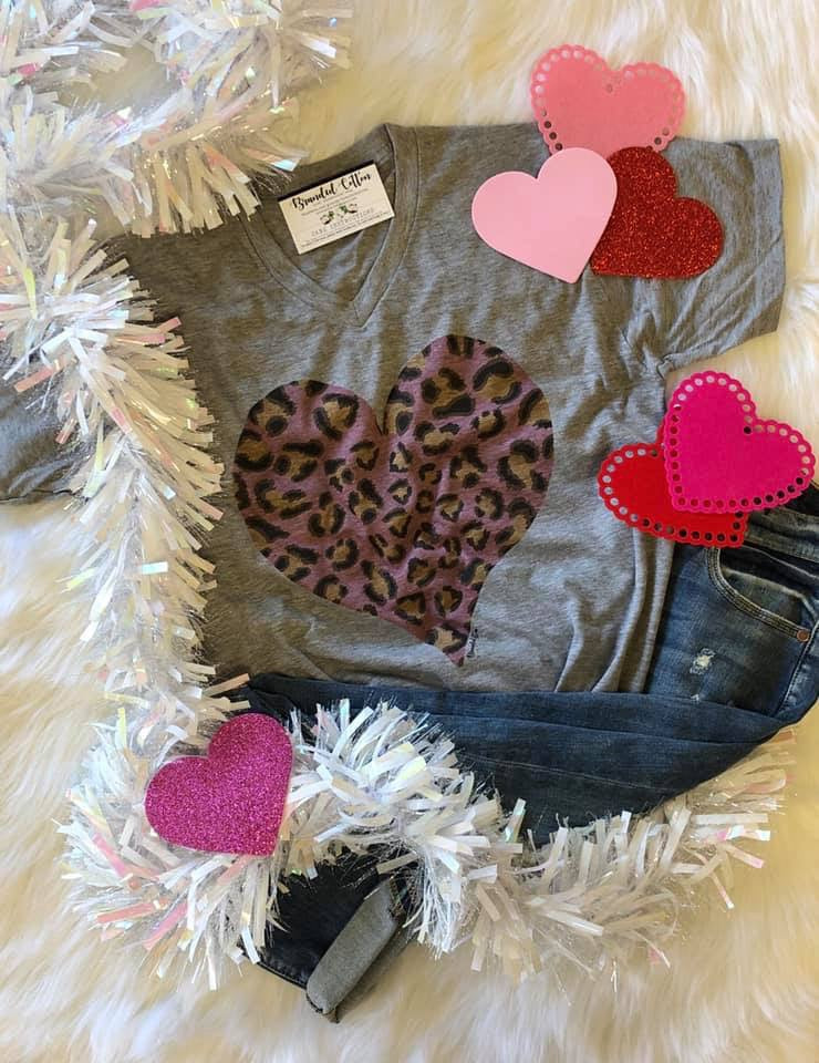 {DON'T GO BREAKING MY HEART} Vintage Pink Leopard Heart Gray V-Neck Tee