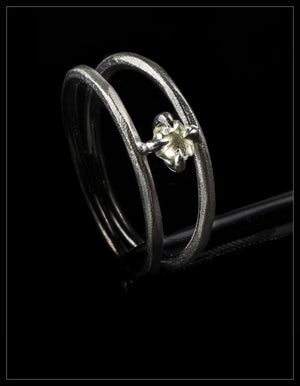 Floating White Diamond Ring - <strong>0.24 ct.</strong>