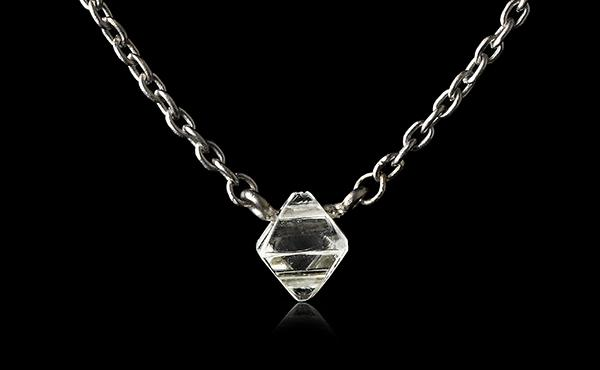 <strong>0.26 ct.</strong> Natural Rough diamond in 18K white gold necklace