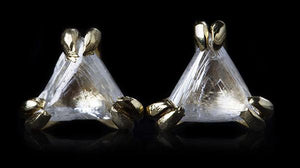 <strong>0.45 ct.</strong> Natural Whitish Triangle Rough diamonds in 14K gold stud earrings