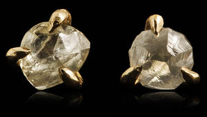 <strong>0.52 ct.</strong> Natural Rough diamonds in 14K gold earrings