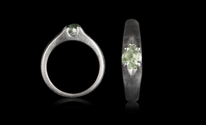 <strong>0.78 ct.</strong> Natural Green Rough diamond in 14K white gold ring