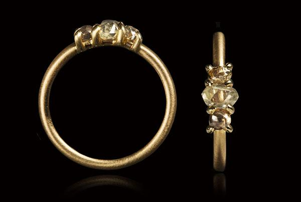 <strong>0.79 ct.</strong> Natural Light Brown & Whitish Rough diamonds in 14K gold ring
