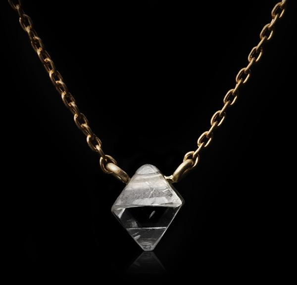 <strong>0.81 ct.</strong> Natural Octahedron Rough diamond in 18K gold necklace