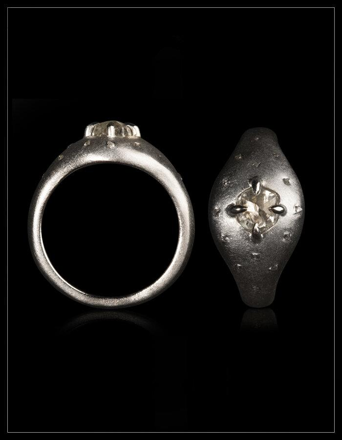 Starry Night Ring. - <strong>1.04 ct. & 0.08 ct.</strong>