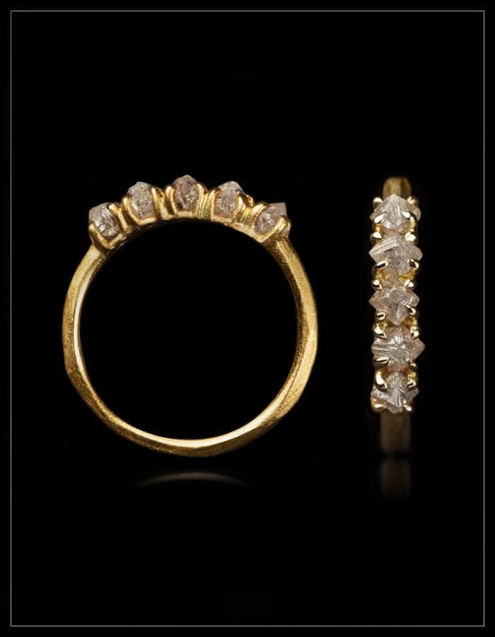 Classic Gold Alliancering With a Twist - <strong>1.08 ct.</strong>