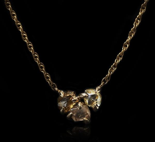 <strong>1.42 ct.</strong> Natural Rough diamonds in 18K gold necklace