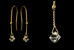 <strong>1.45 ct.</strong> Natural Octahedron Rough diamonds in 18K gold earrings