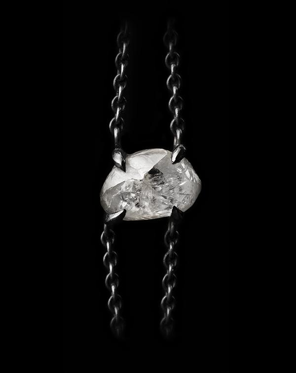 <strong>1.90 ct.</strong> Natural Rough diamond in 18K black rhodium white gold chain bracelet