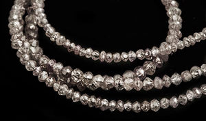 <strong>11.89 ct.</strong> Pink Facetted diamonds in a collier