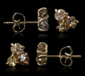 <strong>2.04 ct.</strong> Natural Rough diamonds in glossy 14K gold earrings