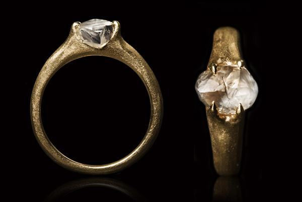 <strong>3.01 ct.</strong> Natural Whitish Rough diamond in 14K gold ring