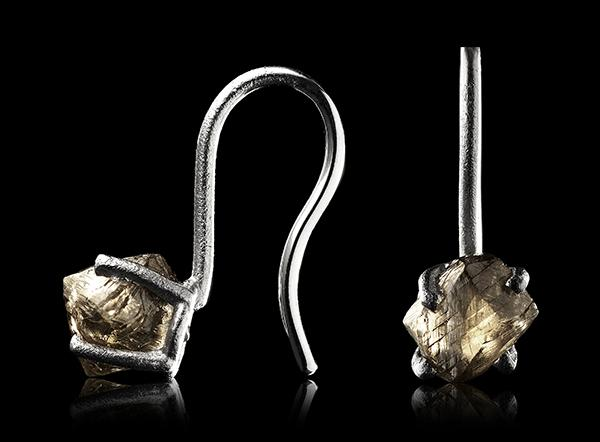 <strong>4.02 ct.</strong> Natural Rough diamonds in 14K white gold earrings