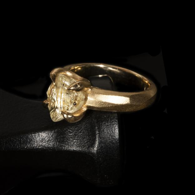 <strong>4.94 ct.</strong> Natural Yellow Rough diamond in 14K gold ring