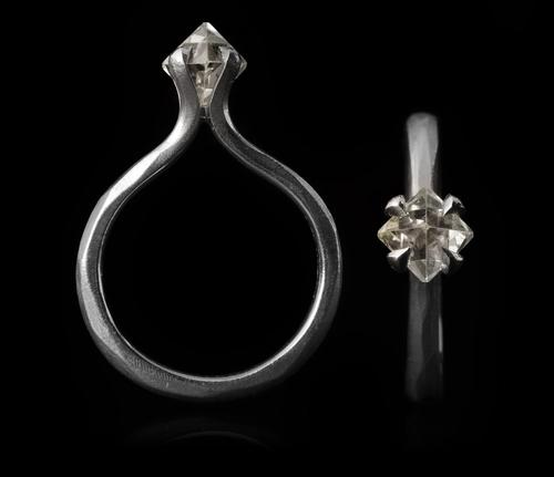 <strong>1.05 ct. Natural Octahedron Rough diamonds 14K in white gold ring</strong>