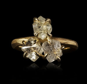 <strong>6.12 ct.</strong> Natural Whitish Rough diamonds in 14K gold ring