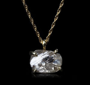 <strong>6.44 ct.</strong> Natural Rough diamond in 18K gold necklace