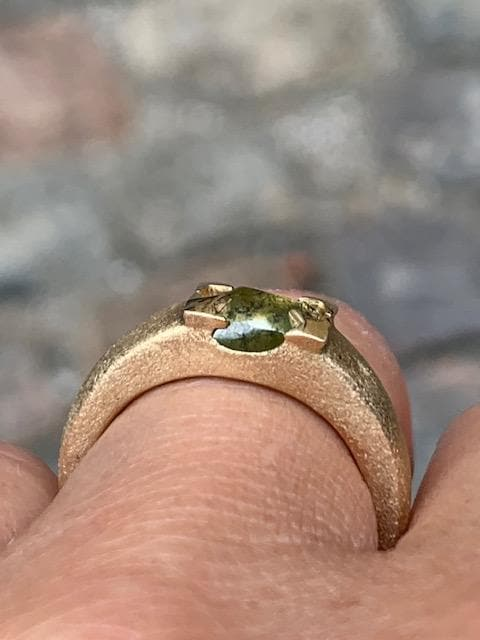 Flat Rare Fancy Green Diamond Gold Ring - <strong>1.70 ct.</strong>
