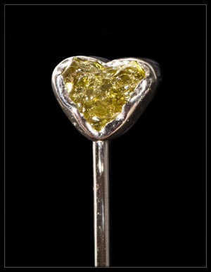 "Natural Fancy Green ""Heart"" Rough Diamond in 18K Handcrafted White Gold Pin - <strong>0.40 ct. </strong>"