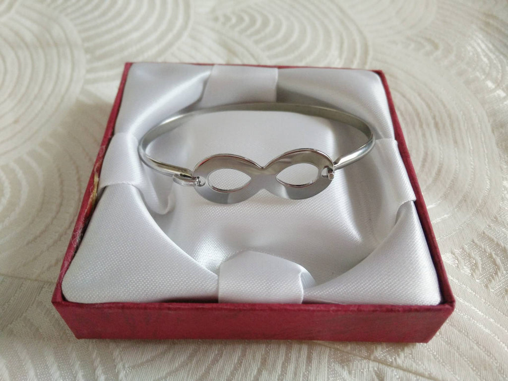 Stainless steel classic infinity bangle - silver - Elizabeth Accessories, Stainless steel jewelry - Sunglasses and Eyeglasses