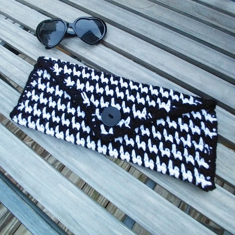Houndstooth Crochet Clutch - Purse - Great Gifts - Black and White - #QtsyLife - QtsyLife.com