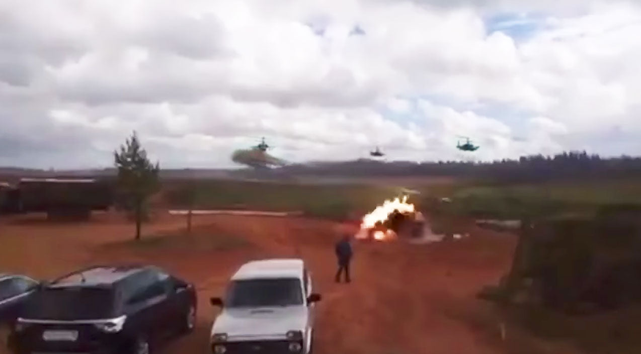 News Songs | Footage Shows Russian Helicopter Accidentally Firing Live Missile At Bystanders During Training | Frontline Videos