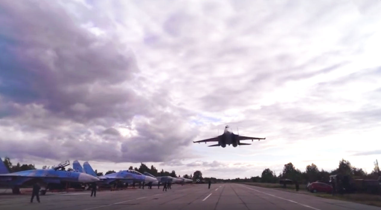 Su-33 Songs | Su-33 Pilot Gives Ground Crew 2 Low & Fast Flyby They'll Never Forget | Frontline Videos