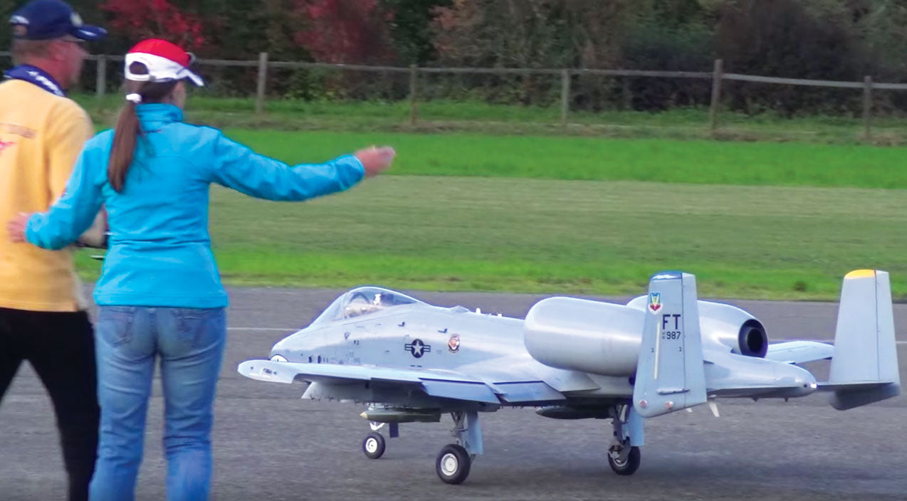 Not Only Is This Rc A-10 Massive, It's The Only One That Shoots Flares | Frontline Videos