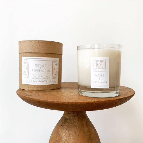 Zoet Bathlatier - 11 oz Nutmeg & Peppercorn Rustic Candle