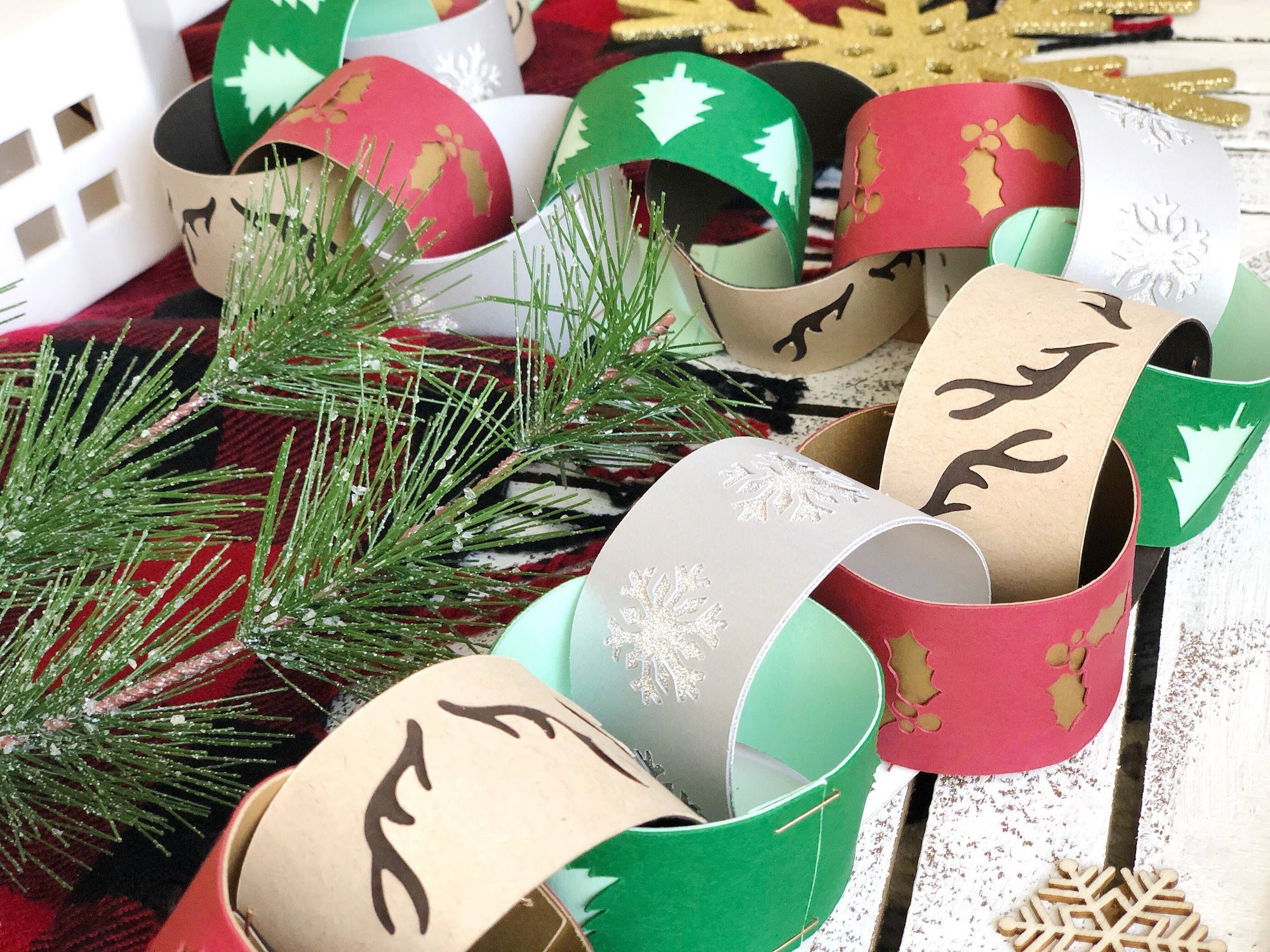 DIY Fancy Holiday Paper Chain
