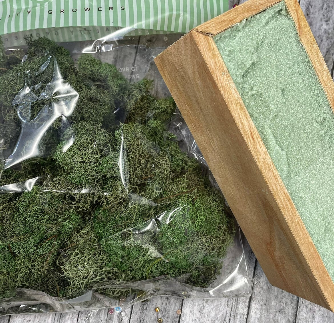 moss and floral foam box