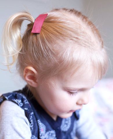 Toddler girl with large ribbon snap clip