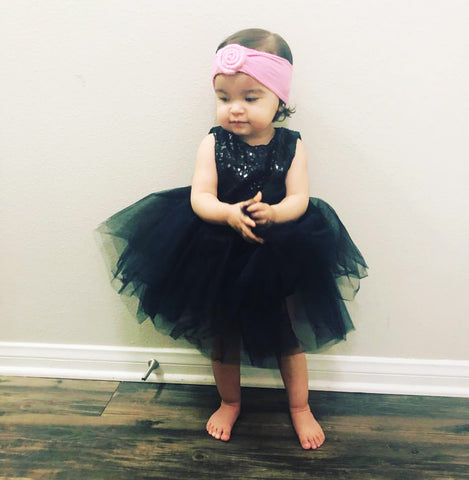 toddler girl wearing nylon roll headwrap