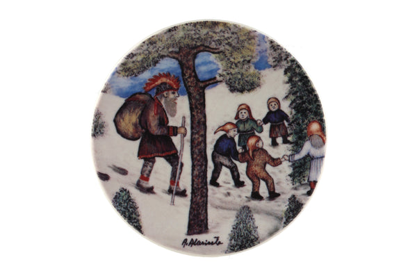 Arabia Finland Small Wall Plate, Old-Fashioned Christmas