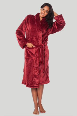Microfleece robe in burgundy.