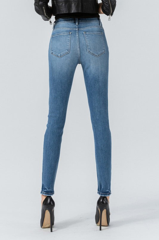 HIGH RISE 5-BUTTON JEANS  (MED WASH)