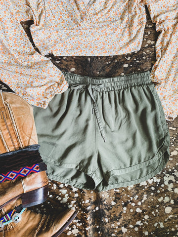 The Mount Vernon Shorts in Light Wash