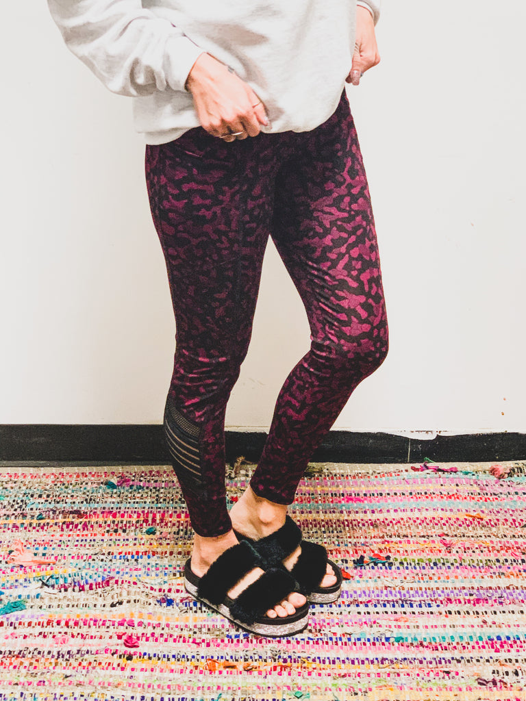 SCREENBUSTER Leopard Print Leggins in Fuchsia