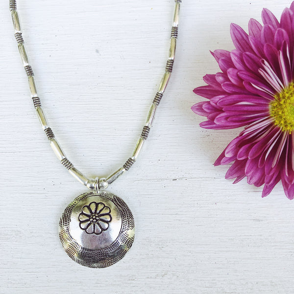 FLOWER ECLIPSE NECKLACE